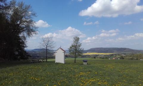 Manětínsko – krajem černočerných nocí a soch rozesetých do krajiny plné borůvek