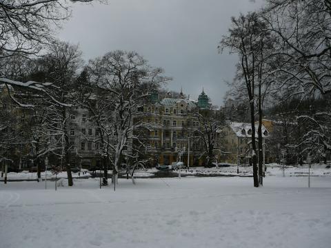 Zimní atmosféra Mariánských Lázní se od té letní výrazně liší