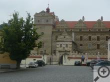 Dominantou městečka je hrad a zámek v jednom