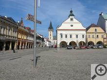 2.Náměstí Dvora Králové, v pozadí věž kostela sv. Jana Křtitele