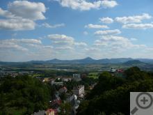 Výhled z Komáří vížky nabízí zajímavé srovnání mezi průmyslovým Českem a liduprázdným Saskem