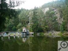 Vodní nádrž Vřesník je utopena v lesích