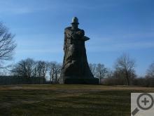 Obrázek o velikosti sochy si můžete udělat porovnáním s běžným jízdním kolem