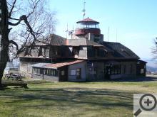 4.Raisova chata, rozhledna na střeše je bohužel už několik let uzavřena
