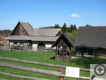 Veselý Kopec - při vstupu do areálu se v první chvíli návštěvníkovi vybaví obrázky Josefa Lady a jeho vesnické idylky.