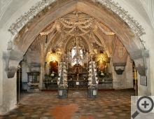 Unikátní kosterní výzdoba MEMENTO MORI ve spodní části kostela