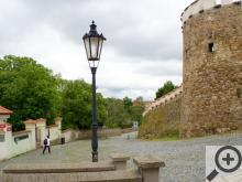 Při procházce po městě narazíte také na vkusně zrekonstruované gotické hradby