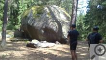 Jeden ze dvou obřích kamenů, asi Bába