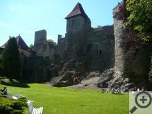 Nad útulnou vesničkou se tyčí zřícenina hradu Klenová