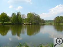 Mlýn, kde pobývají čerti stojí na břehu krásného rybníka