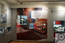 Jedna z muzejních expozic je věnována historii vánočních ozdob