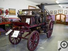 Je neuvěřitelné kolik historických exponátů se vejde do jedné vesničky. Hned vedle Muzea kočárů stojí v Čechách pod Kosířem Muzeum hasičské techniky