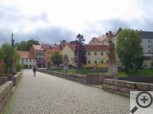 Takhle to vypadá, když se procházíte po nejstarším mostě v Čechách